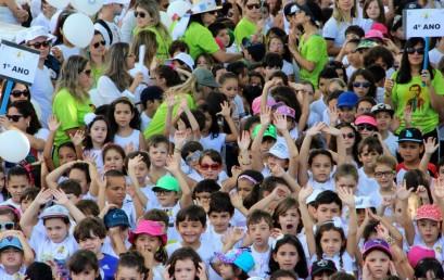 Caminhada da Família Salesiana do Castelo reuniu centenas de pessoas na orla