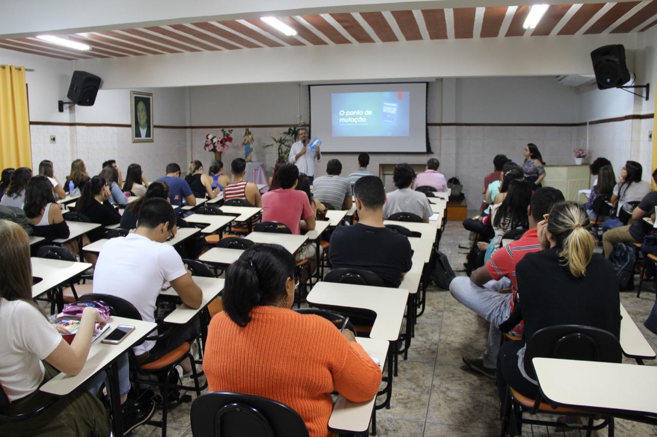 Faculdade Salesiana: Alunos de Administração participam de aulão