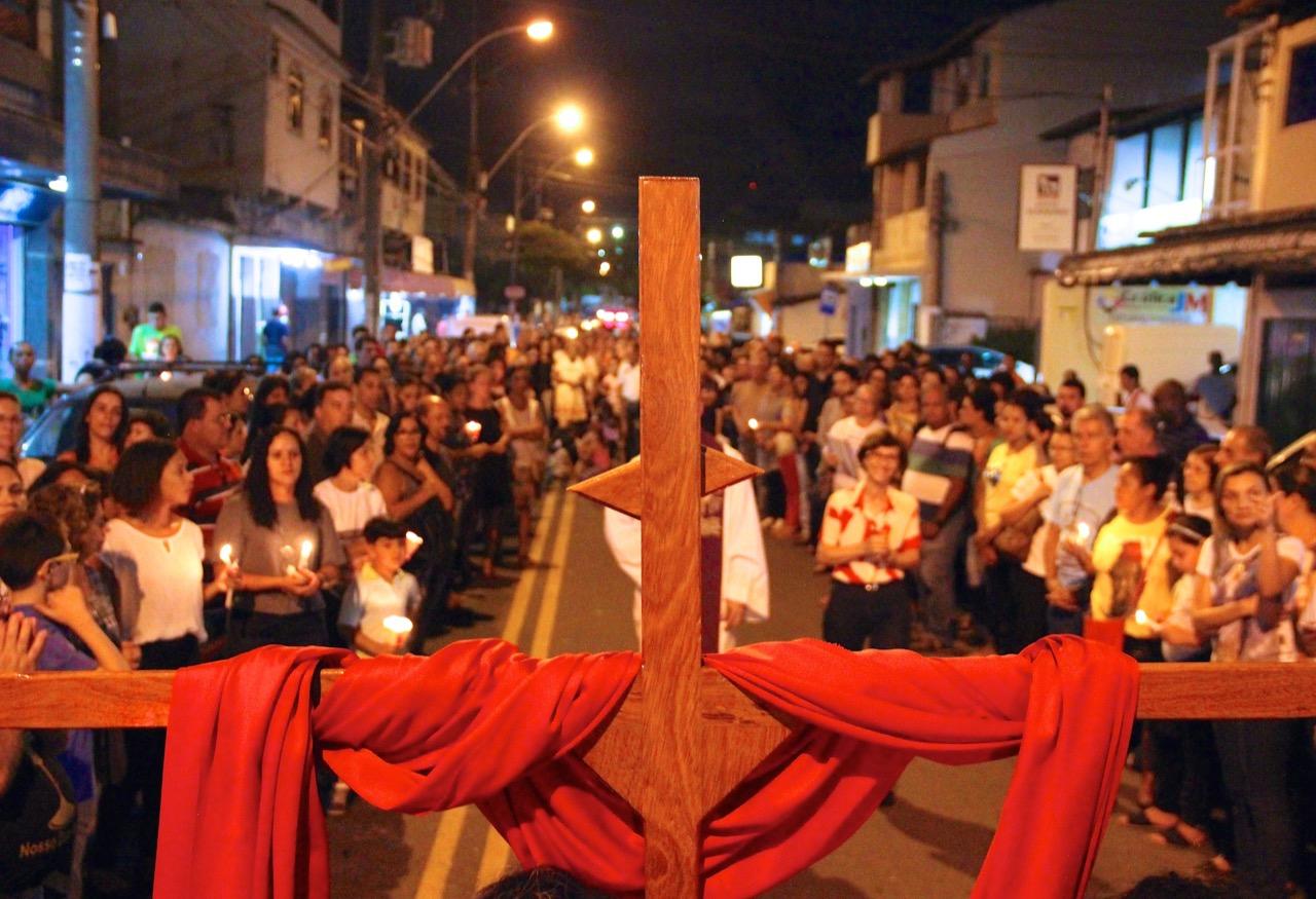 Fé e emoção marcam a Via Sacra Mariana e das Mãos