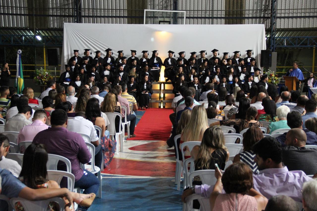 Novos profissionais são formados da Faculdade Salesiana