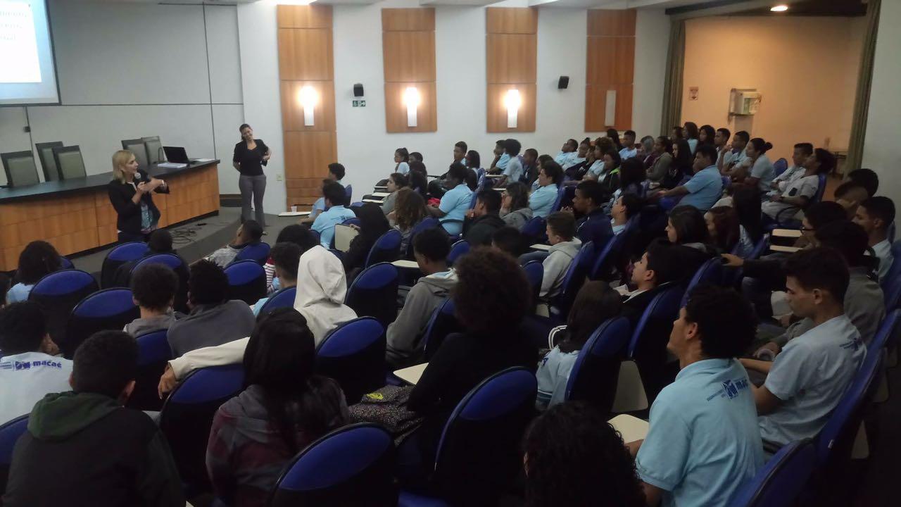 Jovens do Nova Vida recebem palestra sobre Planejamento Financeiro