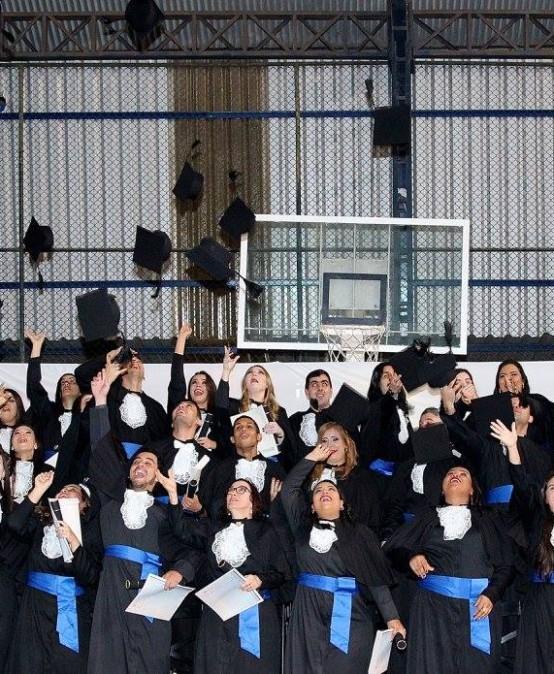 Salesiana confere grau a novos profissionais