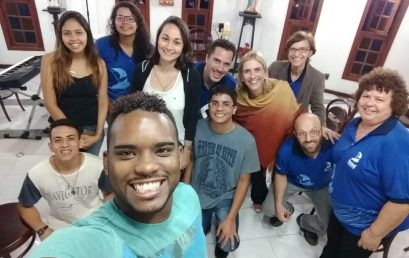 Vigília da Gratidão reúne alunos e professores da FSMA