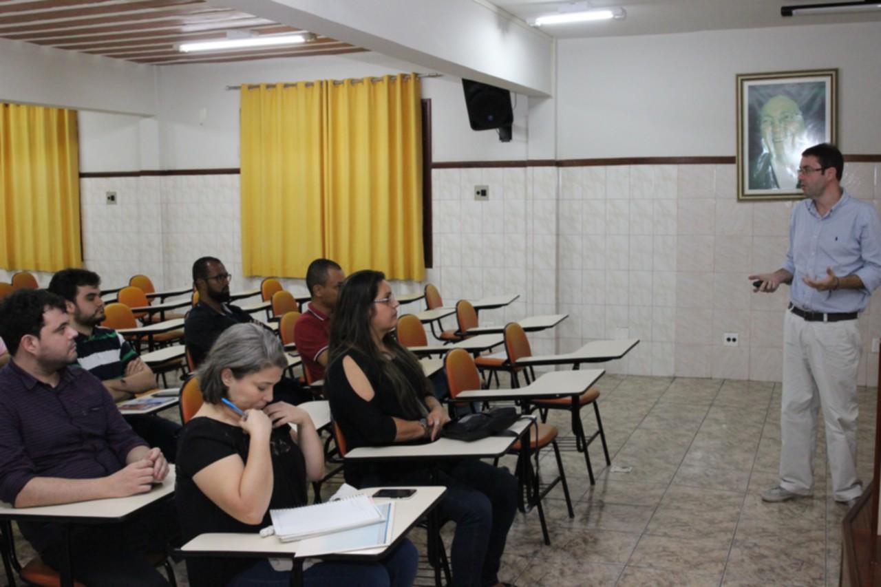 """Estudantes debatem """"Smart Cities e Industria 4.0"""""""
