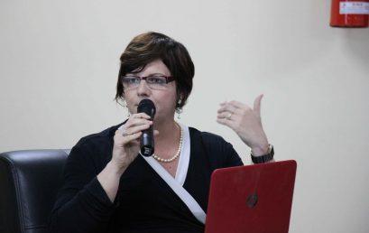 Professora da Salesiana concede entrevista para jornalista americana