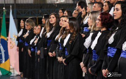 Novos profissionais recebem o título de bacharéis na Salesiana