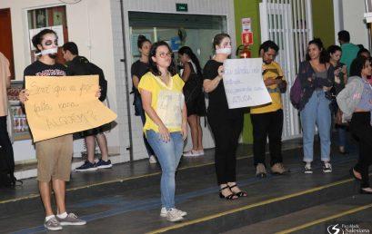 Setembro Amarelo: estudantes de Psicologia realizam ato de sensibilização