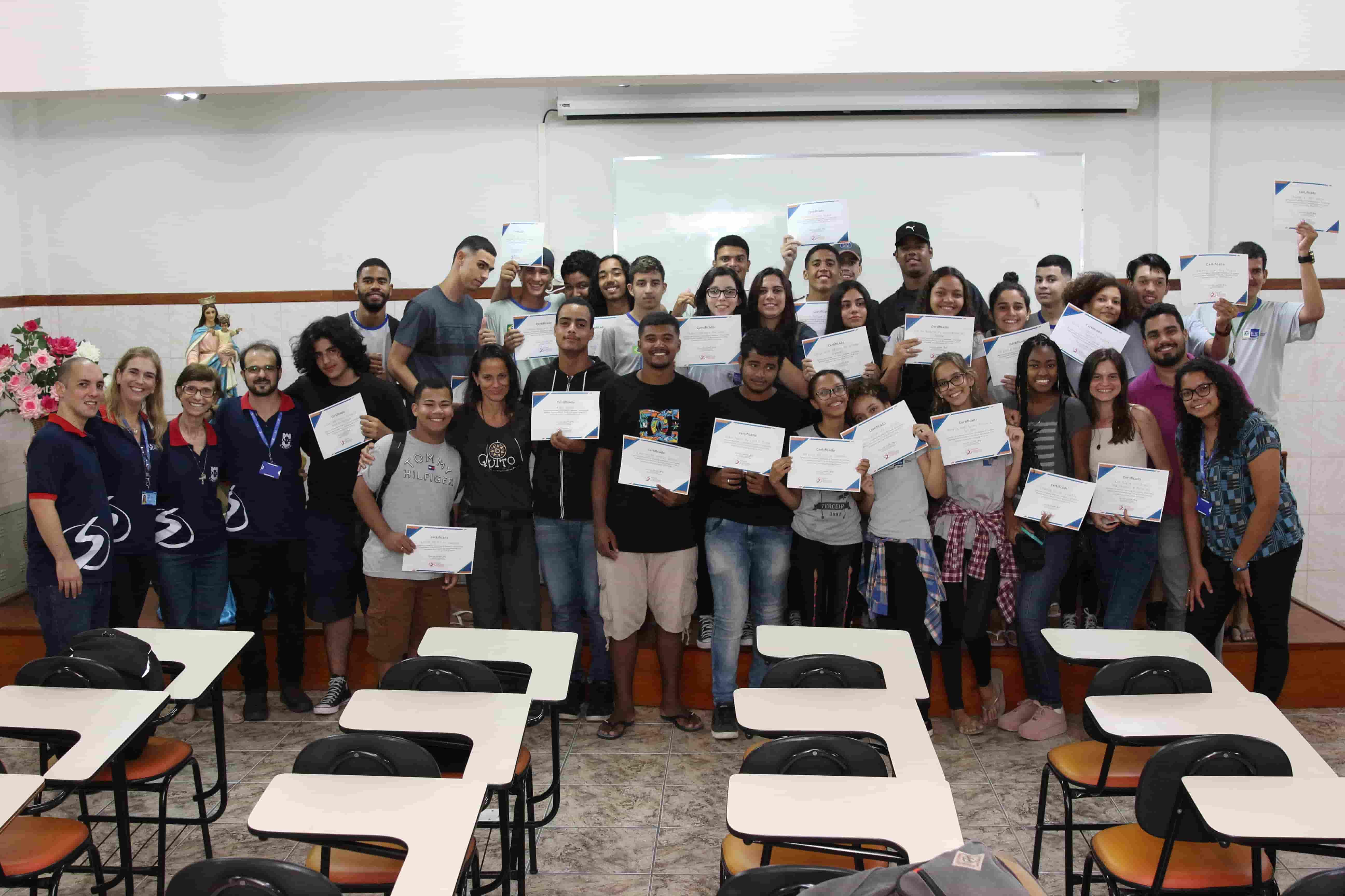 Estudantes do Colégio 1º de Maio experimentam Uma Tarde na Salesiana
